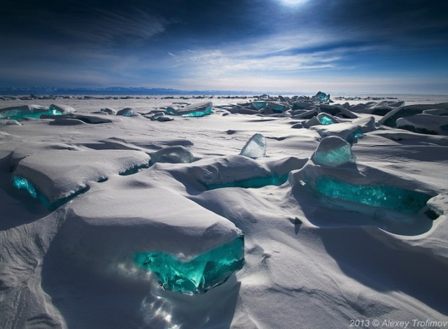Turquoise-Ice-from-Lake-Baikal-1