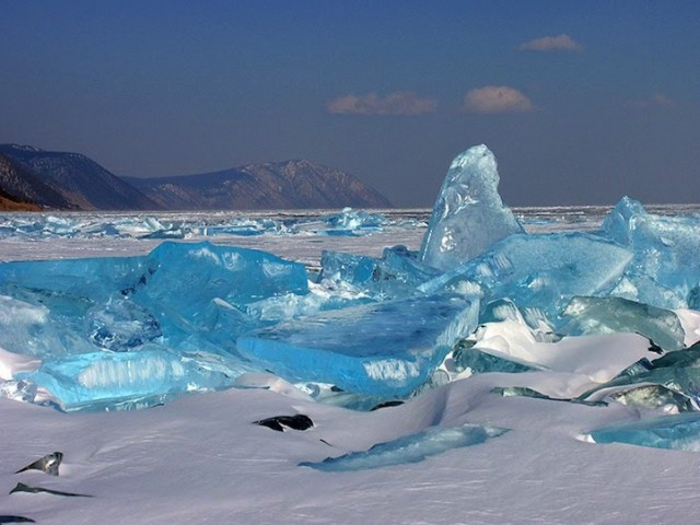 Turquoise-Ice-from-Lake-Baikal-5