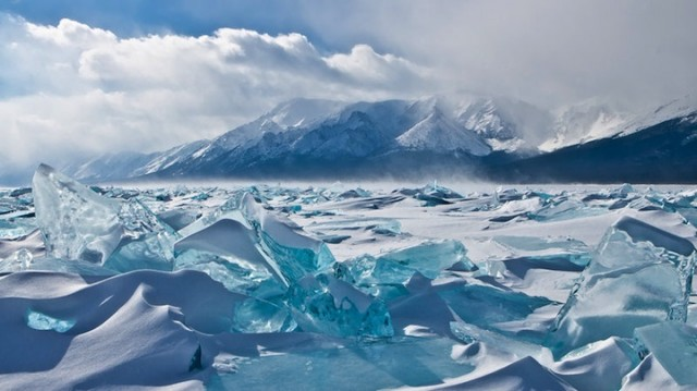 Turquoise-Ice-from-Lake-Baikal-6