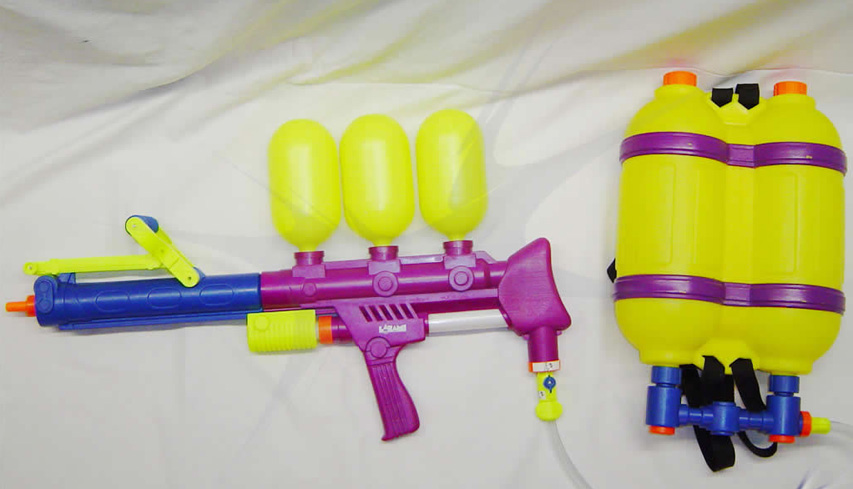 supersoaker_with_Backpack